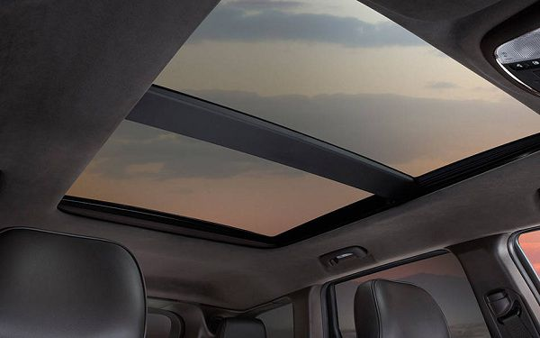 Dual Panoramic Sunroof of 2017 Jeep Grand Cherokee