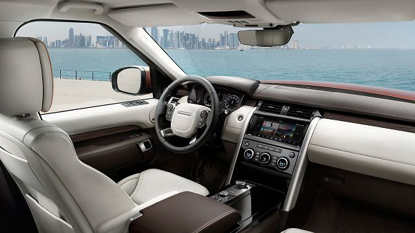 Interior of the 2017 Land Rover Discovery