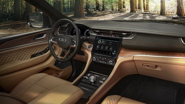 Interior of 2021 Jeep Grand Cherokee L